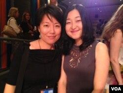 宁馨与麻省理工中国学生姚力宁。(美国之音宁馨提供)