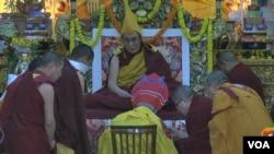 達賴喇嘛接受終身傳統制度。