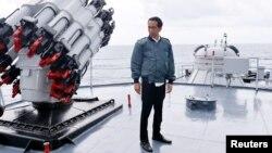 Tổng thống Indonesia Joko Widodo thăm vùng biển nằm trong khu vực xung quanh quần đảo Natuna, ngày 23/6/2016.