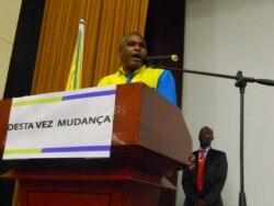Abel Chivukuvuku promete acabar com a delapidação do erário público - 2:09
