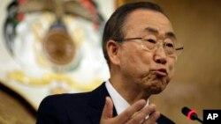 """Ông Ban cho biết: """"Đây không những là một cuộc khủng hoảng y tế. Nó còn có các hậu quả nghiêm trọng về nhân đạo, kinh tế và xã hội có thể lan xa qua cả các nước bị ảnh hưởng."""""""