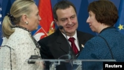 Državna sekretarka Hilari Klinton, premijer Srbije Ivica Dačić i visoka predstavnica EU Ketrin Ešton na konferenciji za novinare u Beogradu