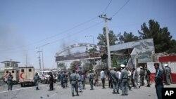 این انفجار ساعت ۲:۳۰ پس از چاشت امروز زمانی به وقوع پیوست که مظاهرهکنندگان در منطقۀ دهمزنگ کابل تجمع کرده بودند.