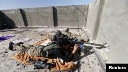 伊拉克保安部队的狙击手在守卫拉马迪的一个阵地 (2016年1月16日)