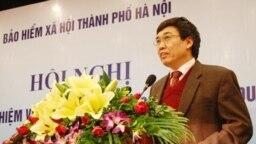 Ông Lê Bạch Hồng, cựu thứ trưởng Bộ Lao động, Thương binh và Xã hội, cũng từng giữ chức tổng giám đốc Bảo hiểm Xã hội Việt Nam.