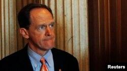미국 상원에 새 총기규제안을 공동발의한 민주당 소속 조 맨신 상원의원.