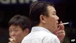 Satu dari dua pria di China adalah perokok, menurut WHO.