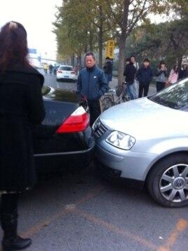 伊力哈木被撞事件现场照片 (由围观群众拍摄提供)
