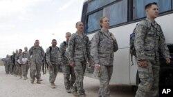 عساکر امریکایی مستقر در عراق برای برگشت به خانه آمادگی می گیرند