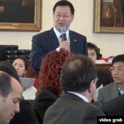 原北大教授夏业良参加在纽约举行的如何促进中国人权的研讨会