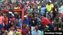 Abantu abanengi babukele imidlalo ye Africa Union Region V Youth Games. Umpikitsha lo uthethwe nguButholezwe Nyathi.