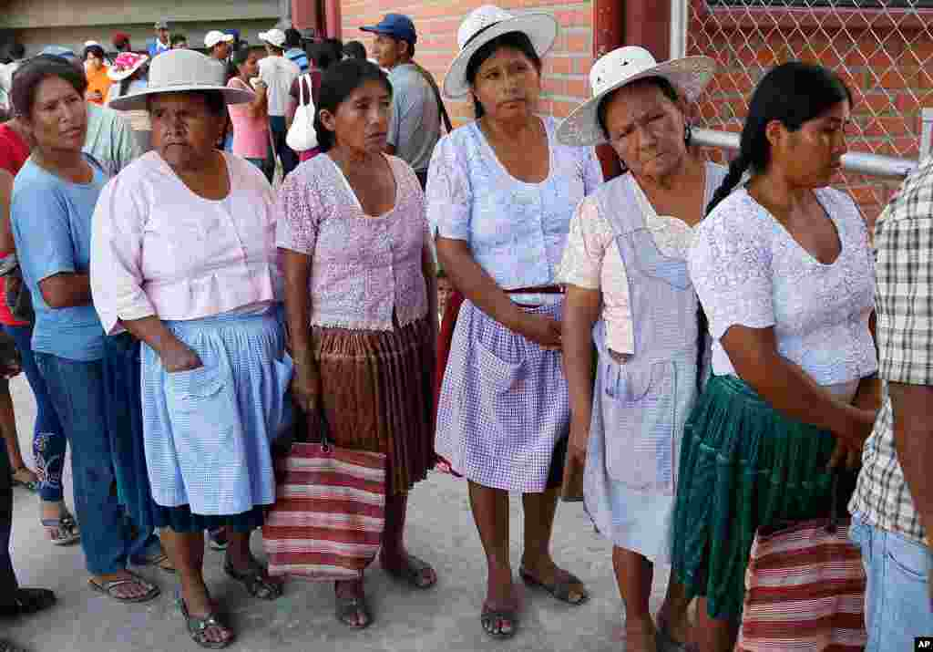 Voters line up at a polling station in Villa 14 de Septiembre, Bolivia, Oct. 12, 2014.