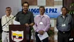 FILE - Jairo Martinez, right, is pictured with fellow FARC negotiators Ruben Zamora, left; Ivan Marquez, at lectern; and Yuri Camargo at a news conference in Havana, March 30, 2014.
