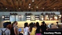 Cà phê Starbucks khai trương cửa hàng đầu tiên tại Việt Nam