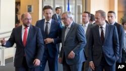 在布魯塞爾討論希臘債務的歐洲各國談判代表