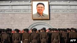 Ủy ban quân vụ trung ương đảng Lao động, và Ủy ban Quốc phòng Bắc Triều Tiên truy tặng ông Kim Jong Il tước hiệu tổng tư lệnh tối cao quân đội, và phong cho ông chức thống tướng