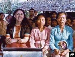 安.邓纳姆在印尼农村从事人类学研究多年