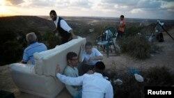 Izraelci sa brda iznad Sderota posmatraju Pojas Gaze