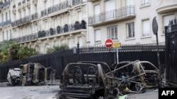 Paris acordou Domingo com sinais de destruição por todo o lado