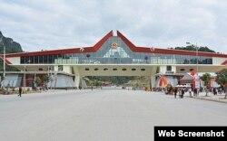 Cửa khẩu biên giới Hữu Nghị giữa Việt Nam và Trung Quốc. Photo CafeF