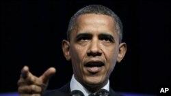 Presiden Barack Obama mengritik para kandidat partai Republik yang mengampanyekan platform ekonomi yang membuat ekonomi AS terpuruk.