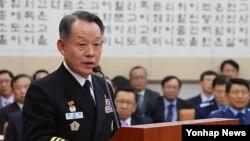 지난 4월 국회 법사위에 출석한 최윤희 한국 해군참모총장. (자료사진)