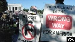 Los manifestantes reunidos en la alameda de Washington apoyaron al gobierno y criticaron a la oposición republicana.