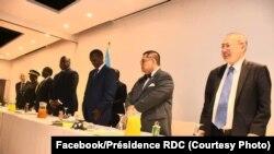 sident Félix Tshisekedi, na katikati, na bokutani ya losambo mpo na mboka na Pullman hôtel na Kinshasa, 9 novembre 2019. (Facebook/Présidence RDC)