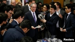 U.S. Trade Representative Michael Froman (C) speaks to media after meetings with Japan's Economics Minister Akira Amari (not in picture) in Tokyo, April 10, 2014.