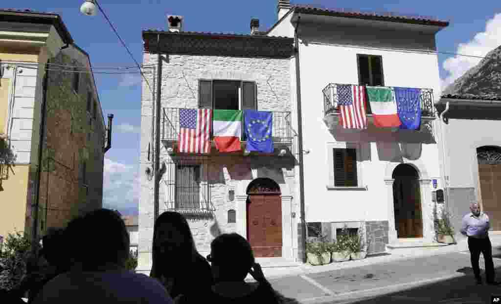 شهر باستانی و قدیمی پاسنترو در ایتالیا، حضور یک مقام ارشد آمریکایی را که ریشه در همین شهر دارد، گرامی میدارد