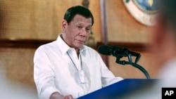 រូបឯកសារ៖ ប្រធានាធិបតីហ្វីលីពីនលោក Rodrigo Duterte ថ្លែងសុន្ទរកថាក្នុងពិធីមួយនៅក្រុងម៉ានីល ប្រទេសហ្វីលីពីន កាលពីថ្ងៃទី១១ ខែមីនា ឆ្នាំ២០២០។