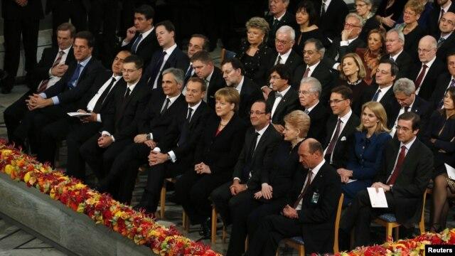 Los líderes del viejo mundo se aferran al euro y a que los rescates funcionen. Sin embargo el 2013 no se ve claro ni con optimismo.