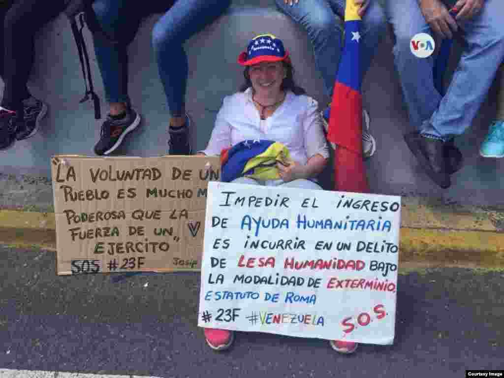 Miles de venezolanos salieron a las calles de Caracas para mostrar apoyo a la entrada de la ayuda humanitaria al país.