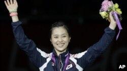 1일 런던 올림픽 여자 사브르 개인전에서 금메달을 딴 한국의 김지연 선수가 환하게 웃고 있다.