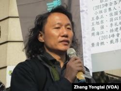 台灣勞工陣線執行長張峰益 (美國之音張永泰拍攝)