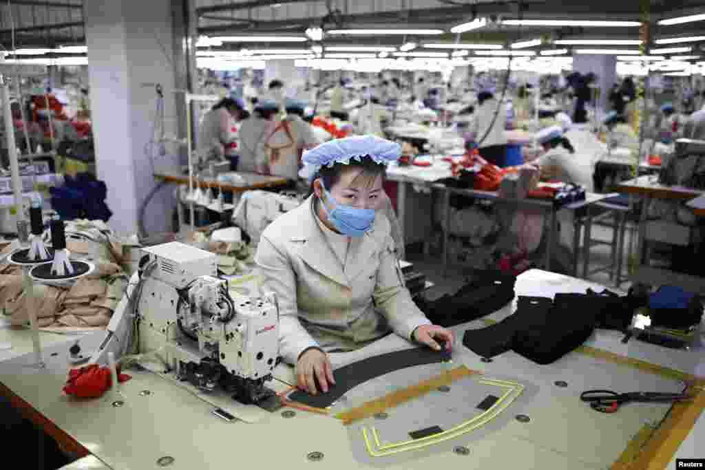شمالی کوریا کے باشندوں کے لیے یہ صنعتی زون روزگار کا ایک اہم ذریعہ ہے اور اس صنعتی زون نے 2004ء میں کام شروع کیا تھا۔