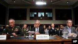 美国国防部长马蒂斯2017年6月13日在参议院军事委员会上作证