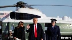 အိႏၵိယႏုိင္ငံသုိ႔ ထြက္ခြာေတာ့မည့္ အေမရိကန္သမၼတ Trump ႏွင့္ ဇနီး။ (ေဖေဖာ္ဝါရီ ၂၃၊ ၂၀၂၀)