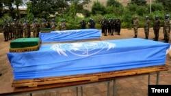 지난해 12월 아프리카 서부 말리에서 자살 폭탄 테러로 유엔 평화유지군 군인들이 사망해 장례식이 치뤄졌다. (자료사진)