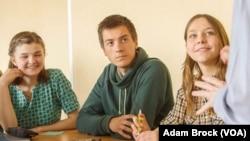 Marina Nagornaya (right) in an English class at Donetsk National University in Vinnytsia
