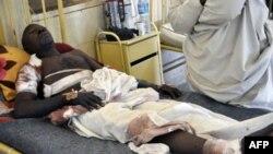 Một nạn nhân sống sót trong vụ tấn công bằng bom ở thành phố Kano, Nigeria. Hơn 100 người bị thiệt mạng trong vụ tấn công
