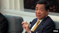 垮台前夕的薄熙来在北京参加人大会议。他在2012年3月9日的记者会上高调为自己和家人辩护。(美国之音张楠拍摄)