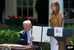 پرزیدنت ترامپ روز دوشنبه اعلامیه کمپین جدید بانوی اول را امضا کرد.