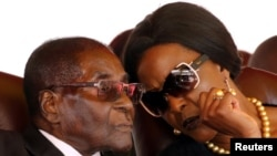FILE: Former president Robert Mugabe and his wife Grace Mugabe. REUTERS/Philimon Bulawayo TPX IMAGES OF THE DAY - RTX3DGG4