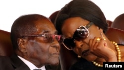 FILE: President Robert Mugabe and his wife Grace attend the burial of two independence luminaries, Maud Muzenda and George Rutanhire, in Harare, Zimbabwe August 26,2017. REUTERS/Philimon Bulawayo TPX IMAGES OF THE DAY - RTX3DGG4