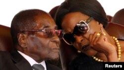 UMongameli Robert Mugabe lomkakhe uGrace Mugabe.
