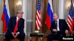 صدر ٹرمپ اور صدر پوٹن ملاقات کے آغاز سے قبل صحافیوں سے مختصر بات چیت کر رہے ہیں۔