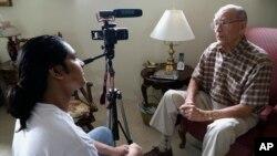 Rishi Sharma interviews World War II veteran William Hahn, at his home in Los Angeles on Oct. 17, 2016. (AP)