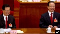 5일 베이징의 인민대회당에서 열린 전국인민대표회의에 참석한 후진타오 국가 주석(왼)과 원자바오 총리(우)