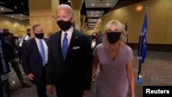 Kandidati demokrat Joe Biden me bashkëshorten Jill Biden